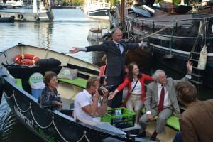 Afscheid burgemeester Onno van Veldhuizen in watertaxi